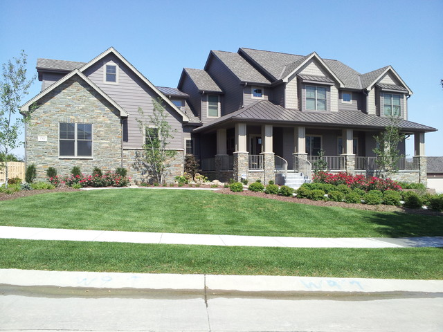 Farmhouse traditional exterior omaha by advanced for Advanced home designs