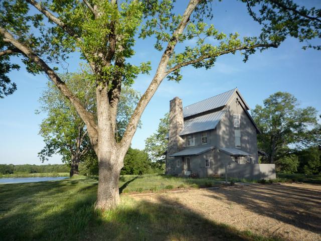 Farmhouse farmhouse-exterior