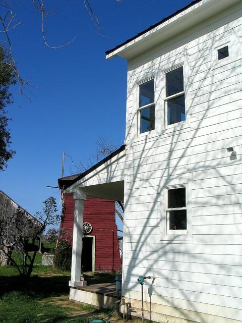 Farmhouse side porch farmhouse-exterior