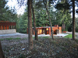 industrial exterior Houzz Tour: A Modern Getaway Nestled in the Trees (12 photos)