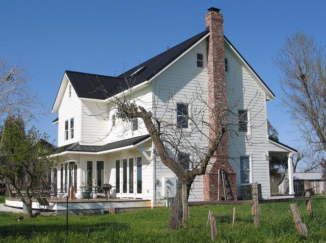 Folk victorian farmhouse for Classic farmhouse floor plans