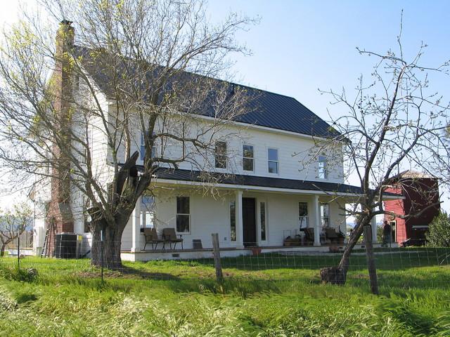 Folk Victorian Farmhouse Exterior