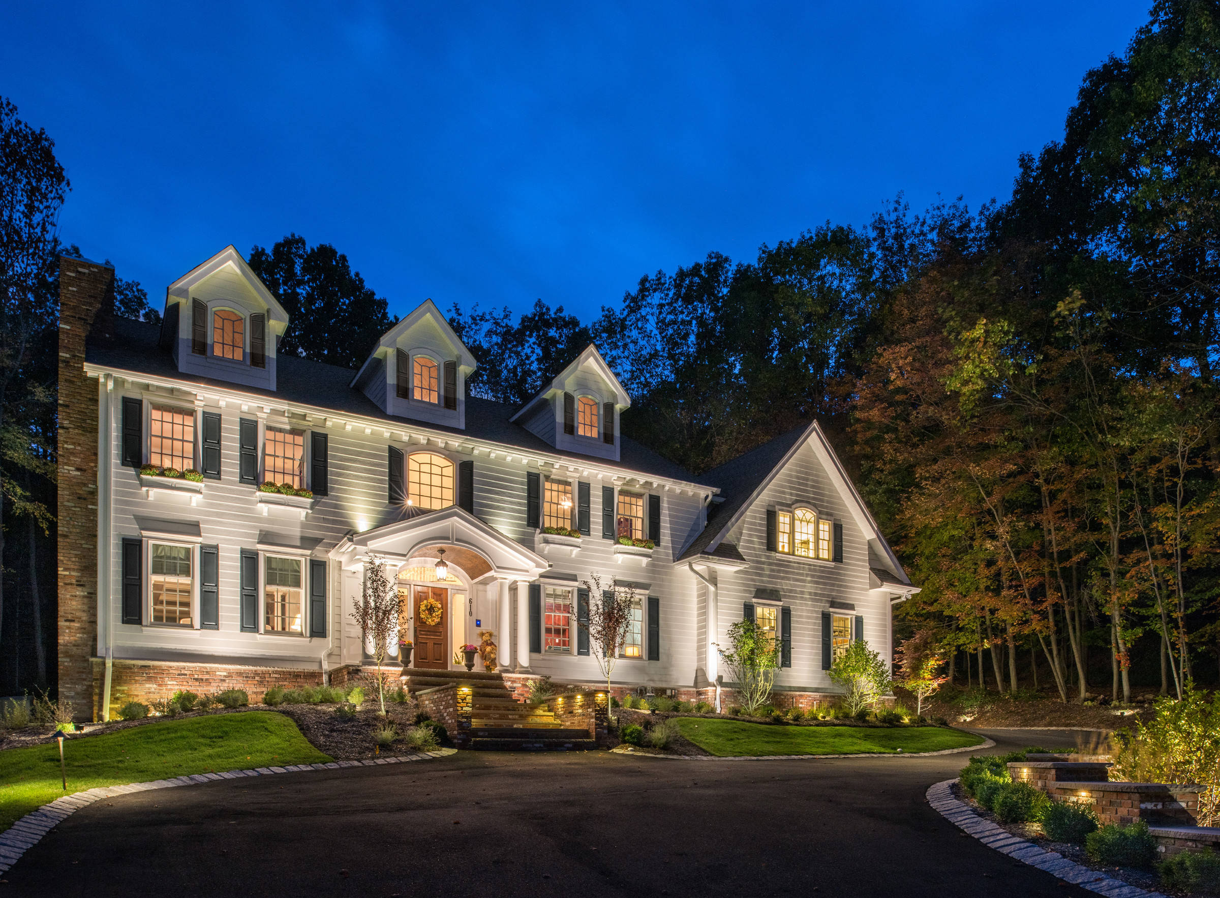 Franklin Lakes Center Hall Colonial