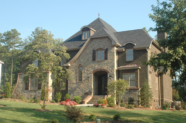 Example Of A Large Classic Brown Three Story Mixed Siding Gable Roof Design In Charlotte
