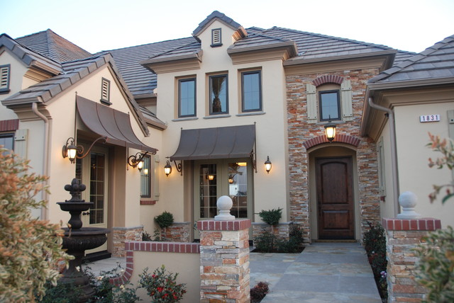 Front courtyard traditional exterior other metro for Homes with front courtyards