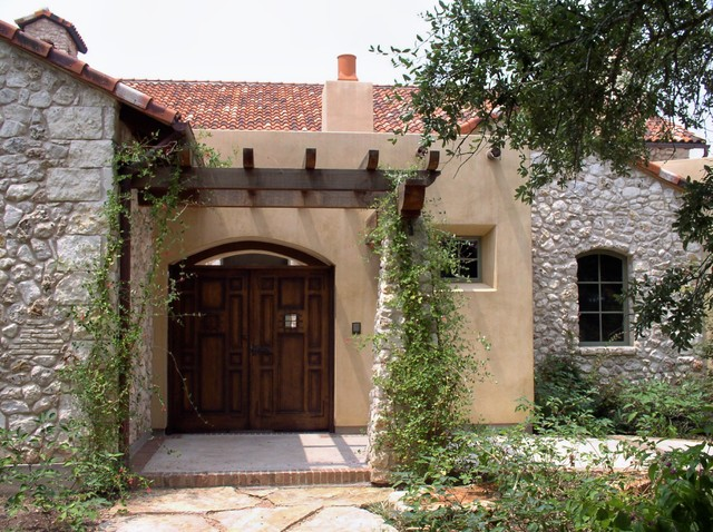 Front courtyard entry mediterranean exterior austin for Courtyard entry house plans