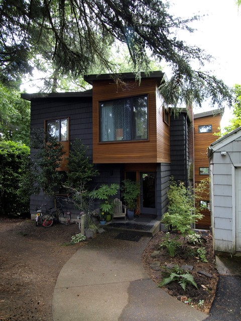 Front view modern exterior portland by john prindle for Modern house portland