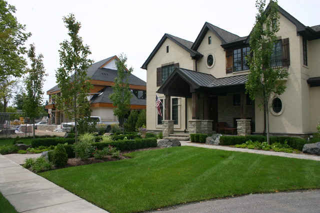 Front Yard traditional-exterior