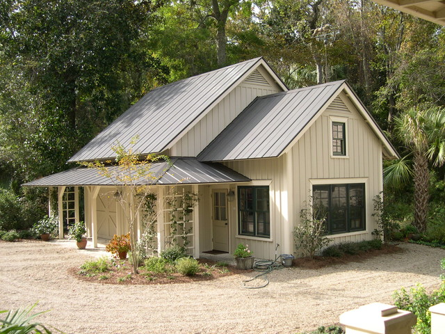 Country Beige Exterior Home Photo In Atlanta