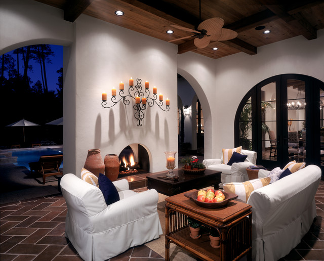 Example of a large eclectic white two-story stucco exterior home design in Houston