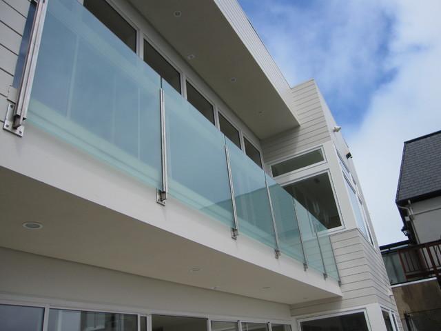 Glass exterior railing modern exterior san francisco for Exterior glass railing