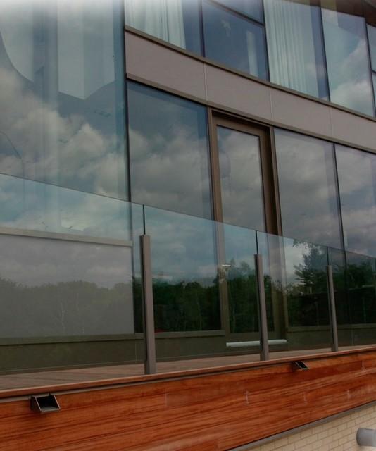Glass exterior railing contemporary staircase for Exterior glass railing