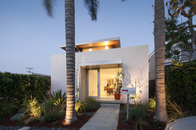 Inspiration for a modern white two-story exterior home remodel in Los Angeles