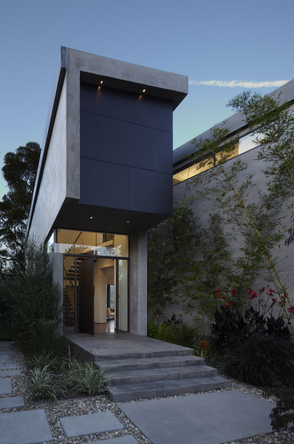 GRIFFIN ENRIGHT ARCHITECTS: Mandeville Canyon Residence modern-entry