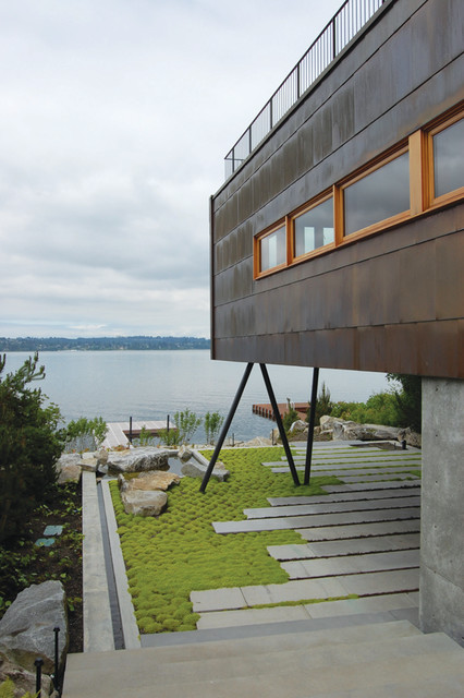Guest House on a Lake contemporary-exterior