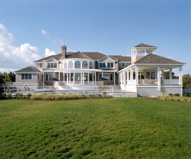 Hamptons beach house quogue new york for Beach style house exterior