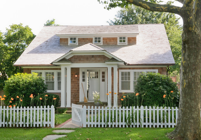 Hamptons cottage for Small house design houzz