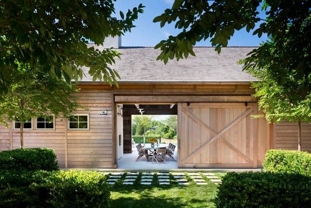 Hamptons modern farmhouse - Rustic modern farmhouse exterior ...