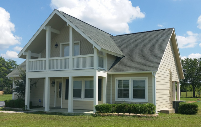 Hardieplank Lap Siding With Hardie Half Rounds Scallop Siding Exterior Houston By Texas
