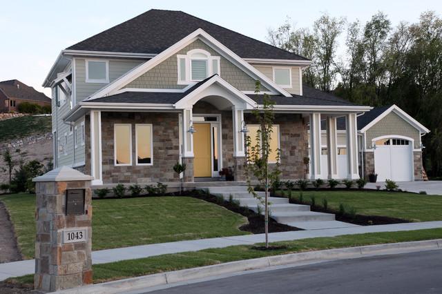 Mittelgroßes, Drei- oder mehrstöckiges, Grünes Rustikales Haus mit Mix-Fassade in Salt Lake City