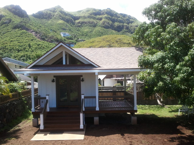 Henry A tiny house Tropical Exterior Hawaii by Clarice