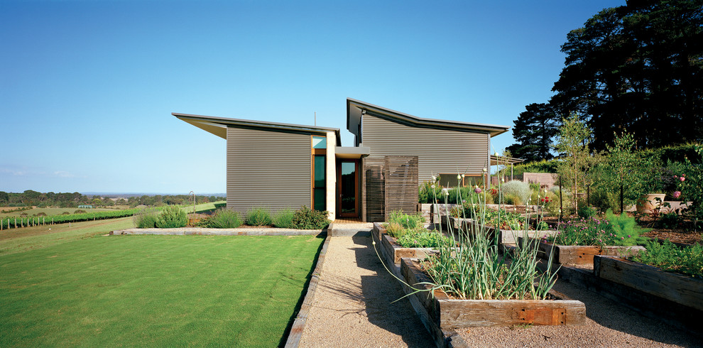 Large trendy gray split-level metal exterior home photo in Melbourne