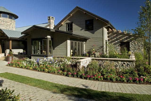 Hillcrest farm for American farmhouse style architecture