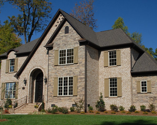 Home in NC - Oyster Pearl Oversize True Tumbled Brick pared with cultured stone.