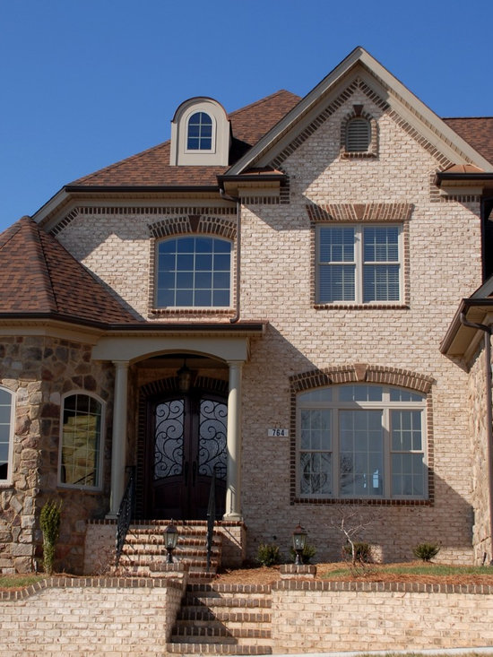 Home in NC - True tumbled brick with contrasting arches and trim and complimenting cultured stone. Oyster Pearl Oversize Tumbled brick. Photo by Pine Hall Brick Co.