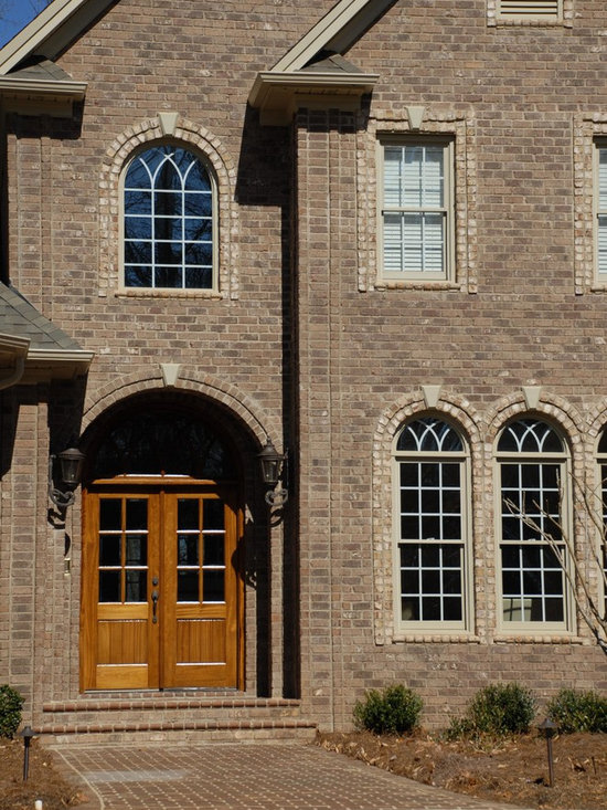 Homes in NC - Vienna Rumbled oversize brick with Oyster Pearl Oversize Tumbled accents.