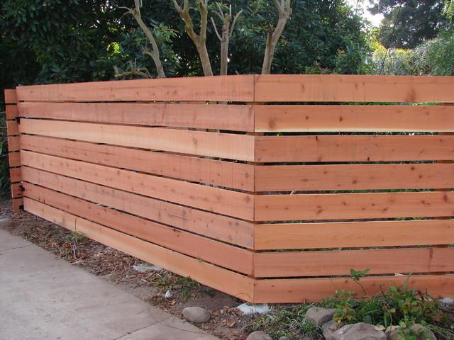 Horizontal Redwood Fence 1 Moderno Fachada Los
