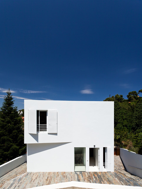 Modern Exterior by YLAB Arquitectos