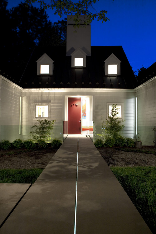 House of Light: Chevy Chase, Maryland Home inspired by Hugh Newell Jacobsen modern exterior