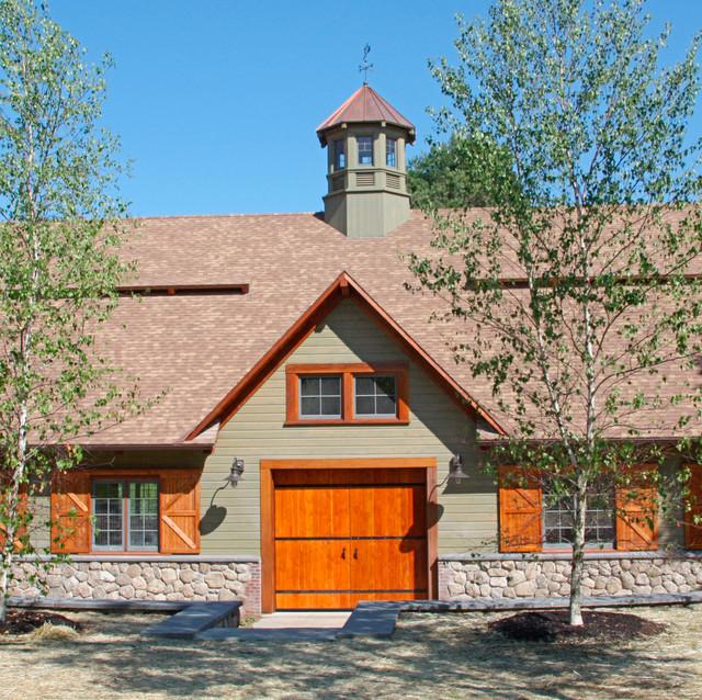 Hybrid Barn traditional-exterior