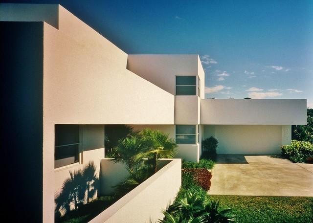 In Contemp contemporary-exterior