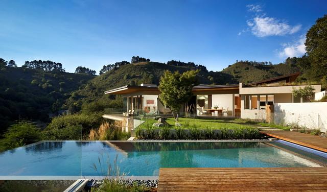 Infinity pool contemporary-exterior