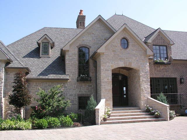 Inviting Entry traditional-exterior
