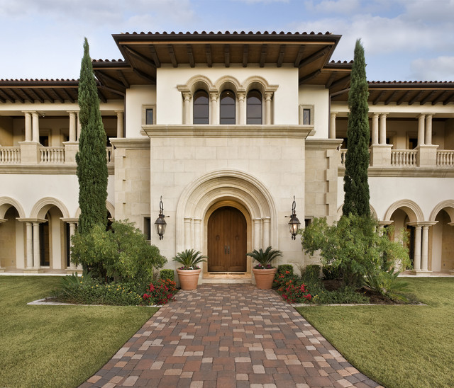 Italian villa exterior austin by jauregui for Italian villa decorating ideas