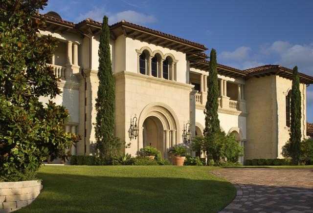 Italian villa exterior austin by jauregui for Classic villa exterior design
