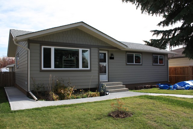 Mid-sized traditional brown one-story concrete fiberboard exterior home idea in Calgary