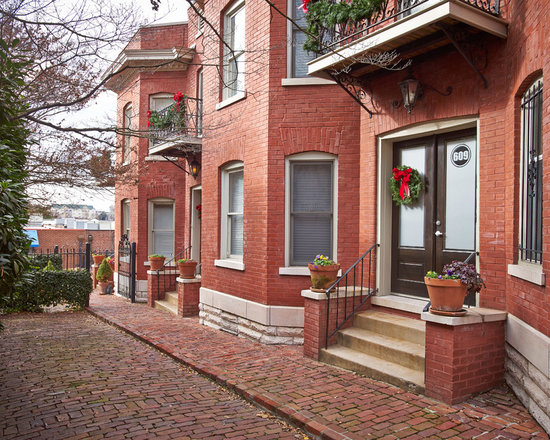 Row house exterior design ideas pictures remodel decor for Row house exterior design ideas