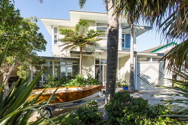 Kiama Beach House - Midcentury - Exterior - Wollongong - by Michael ...