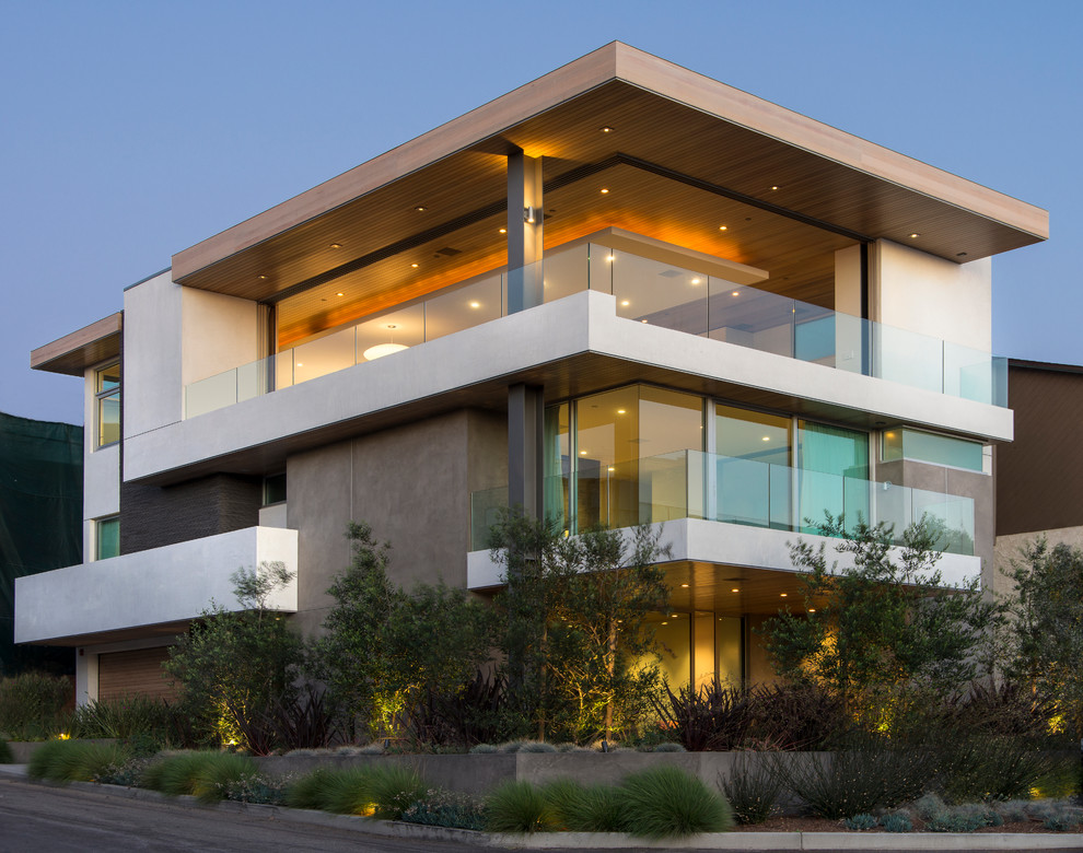 Example of a trendy three-story exterior home design in Los Angeles