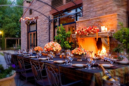Fall table ideas that will instantly make your home cozy for Outdoor dining table decorating ideas