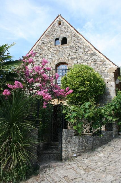La Maisonnette - Beynac-et-Cazenac, France rustic-exterior