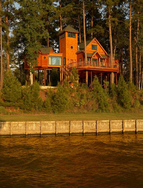 Superb Lake Livingston Treehouse