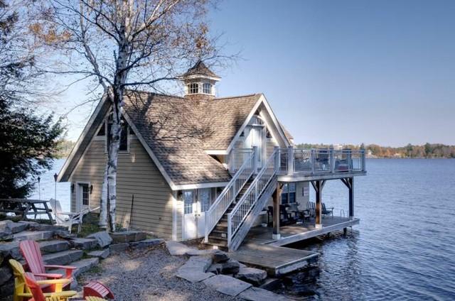 Lake Muskoka Cottage traditional-exterior