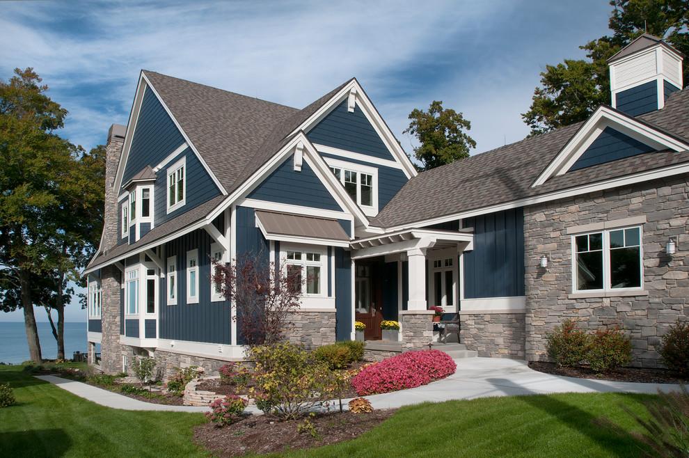Coastal exterior home idea in Grand Rapids