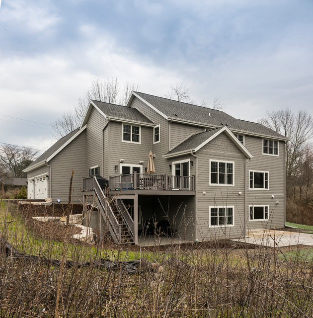 Large home on milwaukee 39 s north shore traditional for North shore home builders