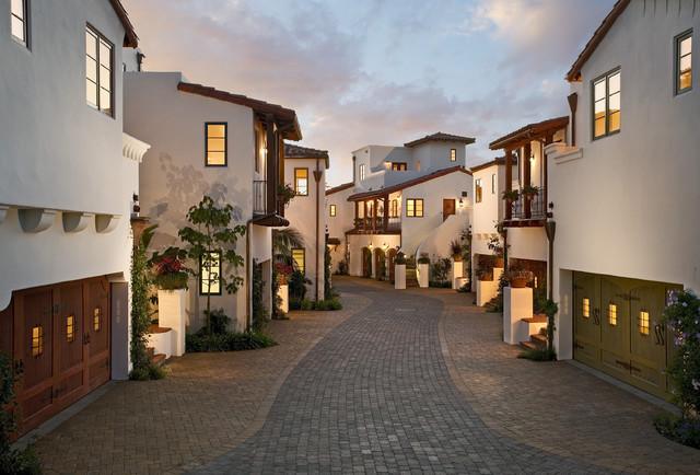 las palmas viejas courtyard